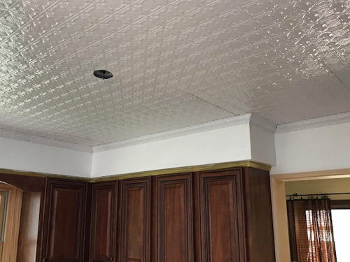 White ceiling tiles and cornice